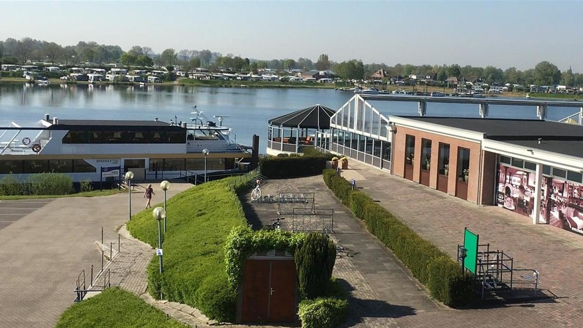 Rondvaart op de Maas tussen Brabant en Gelderland